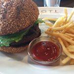 六本木「ROTI ROPPONGI」まるで異国にいるようなアメリカンダイナーで、ボリューム満点の美味しいハンバーガーを堪能