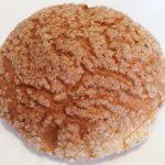 リトルマーメイド「とびっきりメロンパン」外はザクザク&カリカリ、中はもっちり 王道を行くブラウンの焼き目が特徴のメロンパン