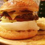 「ウーピーゴールドバーガー」超粗挽きの牛肉が本当にヤバイ! 本格的アメリカンバーガーと世界のビールも楽しめるお店