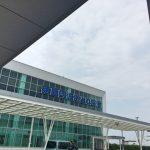 「徳島阿波踊り空港」ガラス張りで太陽の光が注ぐ 阿波踊りが出迎えてくれる空港[2016年7月 徳島・高知旅行記 その1]