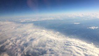 いざ函館へ! 朝一の便は共同運行でAIRDO機。機内から北海道を感じられる快適なフライトでした[2016年11月 函館旅行記 その1]