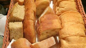 東京駅丸の内「ポワン・エ・リーニュ (POINT ET LIGNE)」ベーカリー部門7年連続NO.1のパンが食べ放題のランチがオススメ