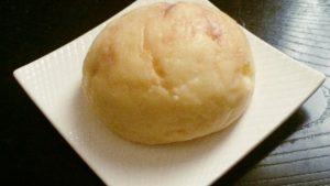 八天堂「さくっととろけるメロンパン」 外がサクサク、中にはたっぷりのクリームが入っている スイーツのようなメロンパン