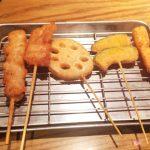 「茶らく(東京駅キッチンストリート店 )」さっくり一杯 ビールと串かつのセットが990円で食べられる